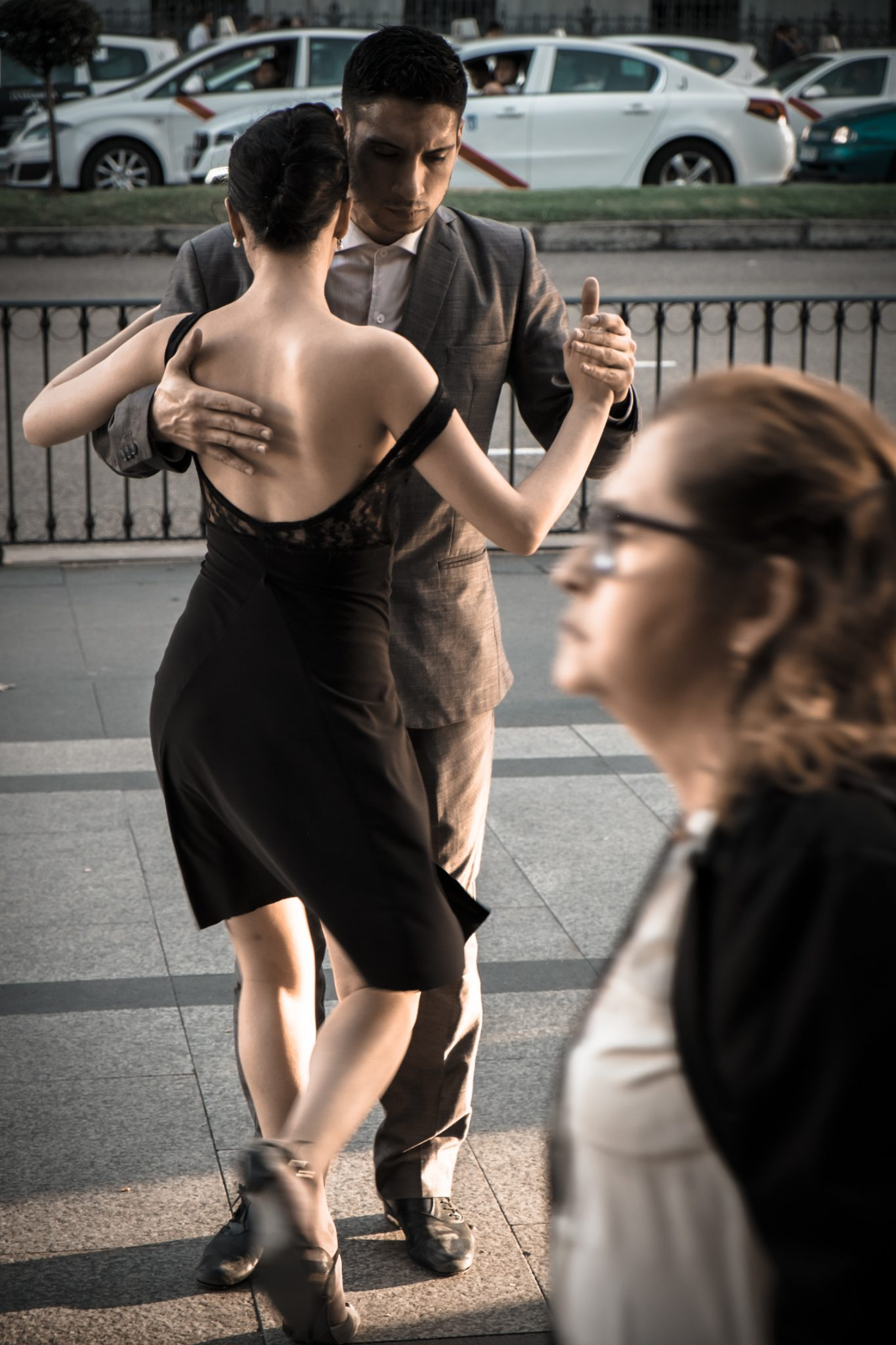 Couple dancing tango in the streets of Madrid photo by Jo Kassis