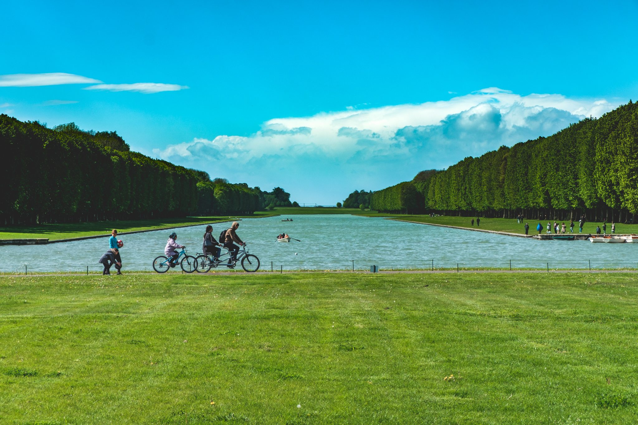Lake in the garden of the chateau de versailles photo by Jo Kassis