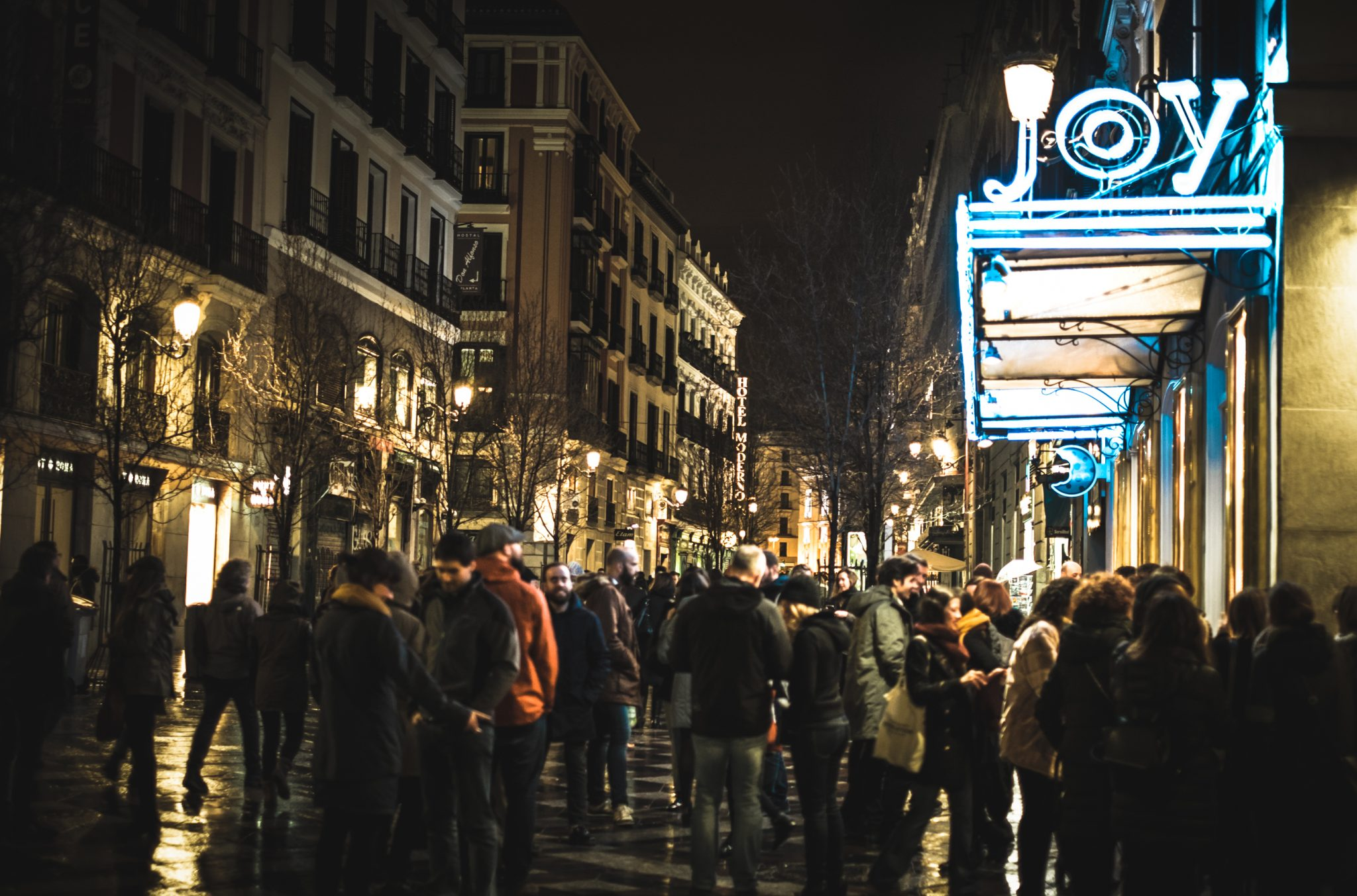 Crowd of people gathered in front of Joy Eslava in Madrid photo by Jo Kassis