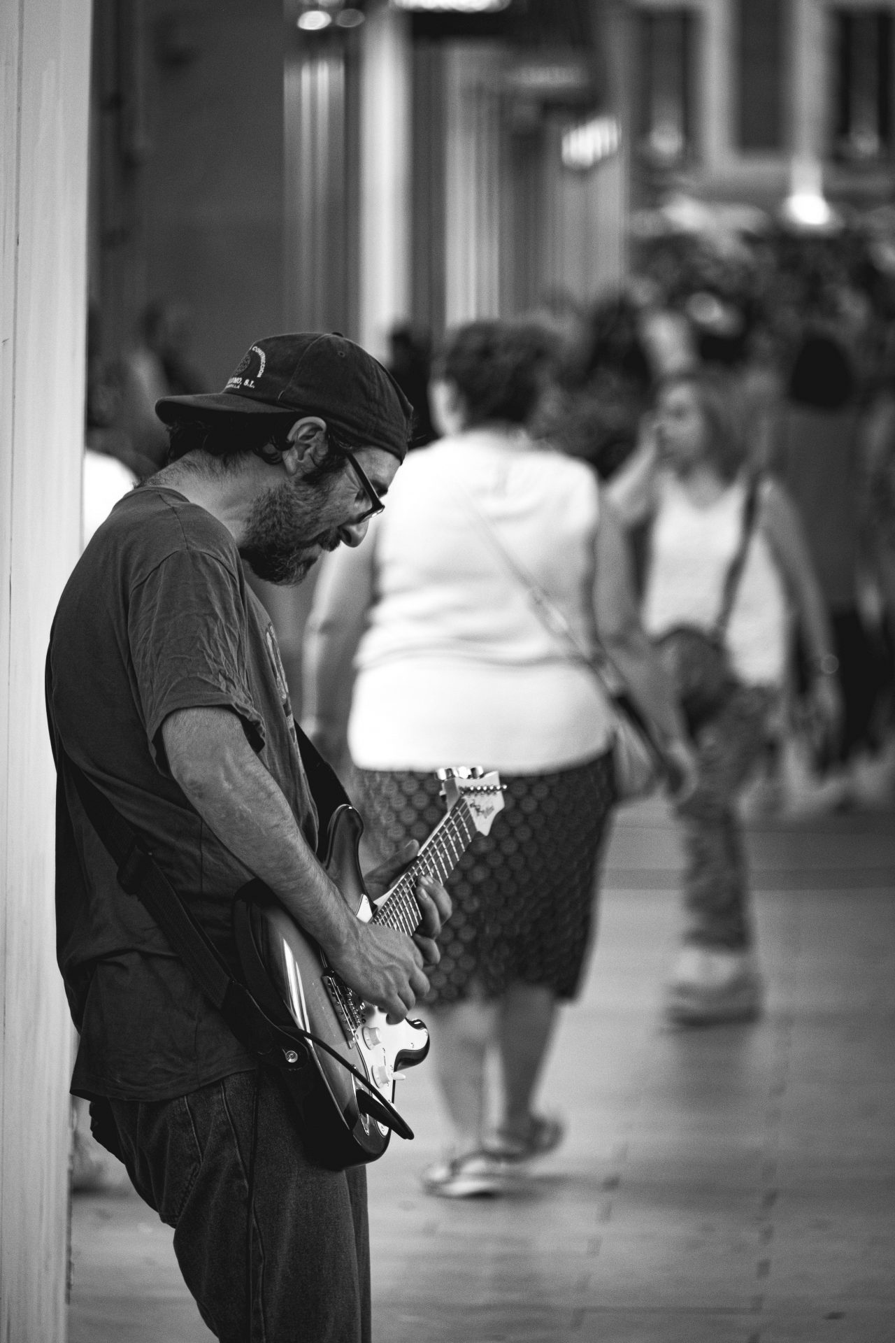 Men playing the guitar in the streets of madrid near Callao photo by Jo Kassis